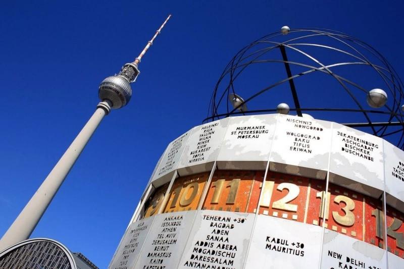 Берлинские часы мира