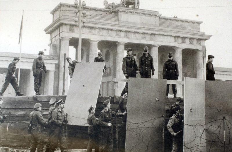 Берлинская стена - строительство